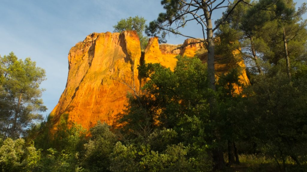 roussillon-ochre-cliff