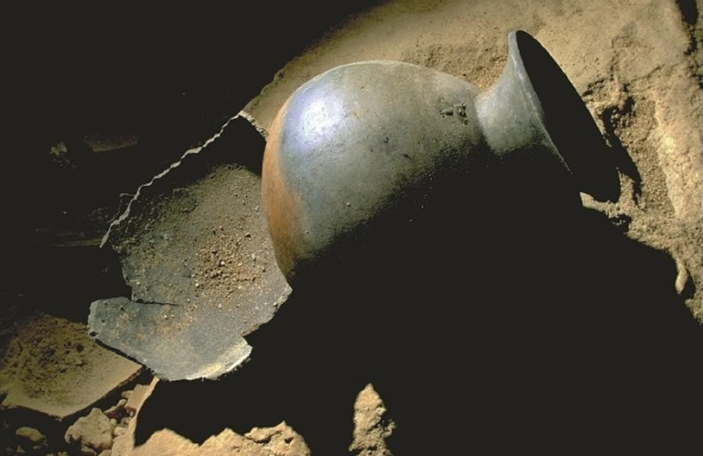 Find remains of pottery in ATM cave Belize