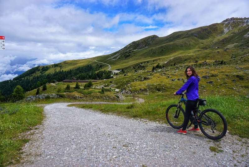 [mountain biking]