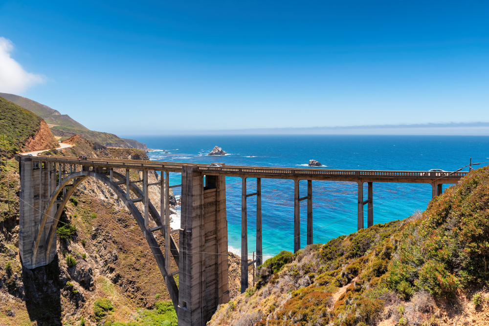 the famous archway at bixby creek bridge in big sur looking over the pacific ocean