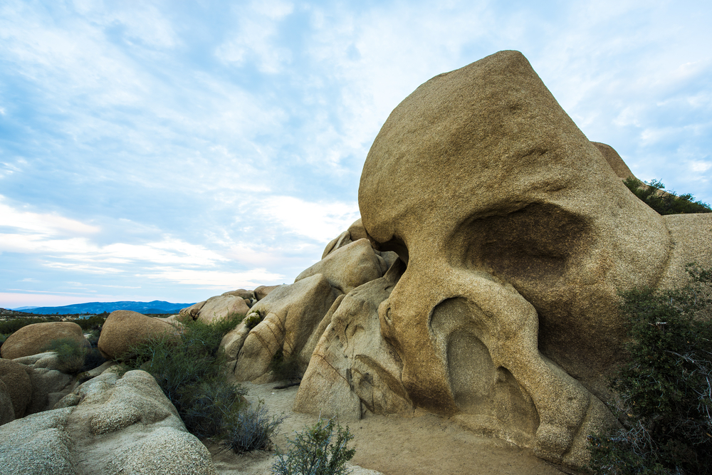 A rock shaped like a skull on a partly cloudy day on this Joshua National Park 2 day itinerary.